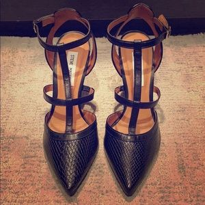 NEW STEVE MADDEN 'SURFICE' T-STRAP POINTED PUMP
